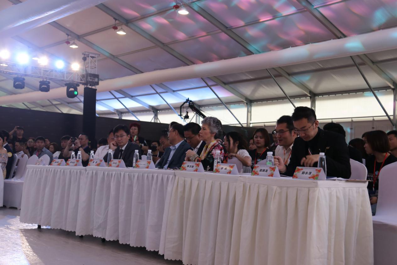 中国实体零售发展高峰论坛现场 .png